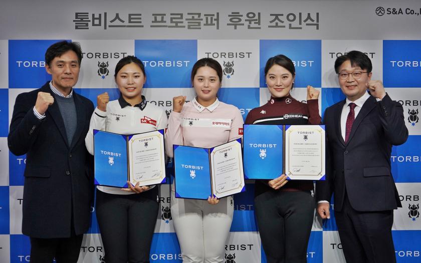사진 왼쪽부터 연준환 '톨비스트' 이사, 김지영2 선수, 최혜진 선수, 유소연 선수, 백정흠 S&A 대표
